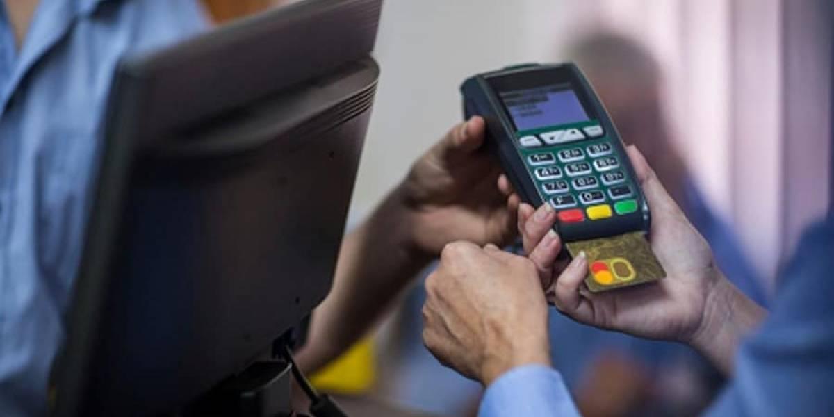 """""""Bórrenme la deuda del CAE y me rajo con chelas"""": las peticiones a los hackers que filtraron datos de tarjetas de crédito en redes sociales"""