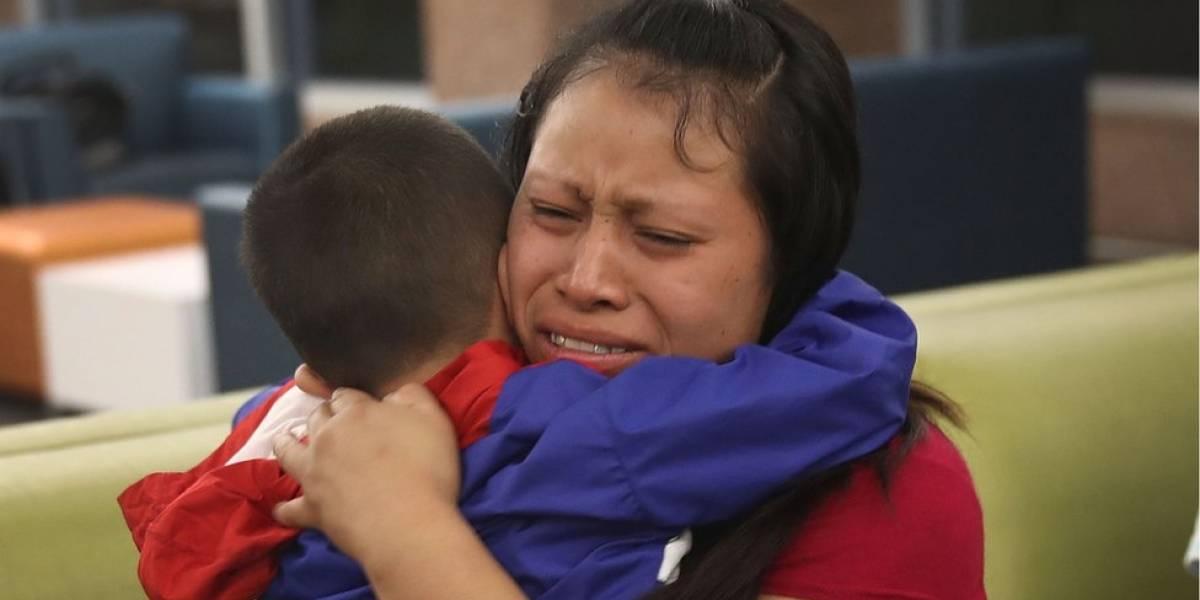 Separación de familias en la frontera de EE.UU. y México: el gobierno de Donald Trump dice que más de 1.800 menores están ya con sus padres