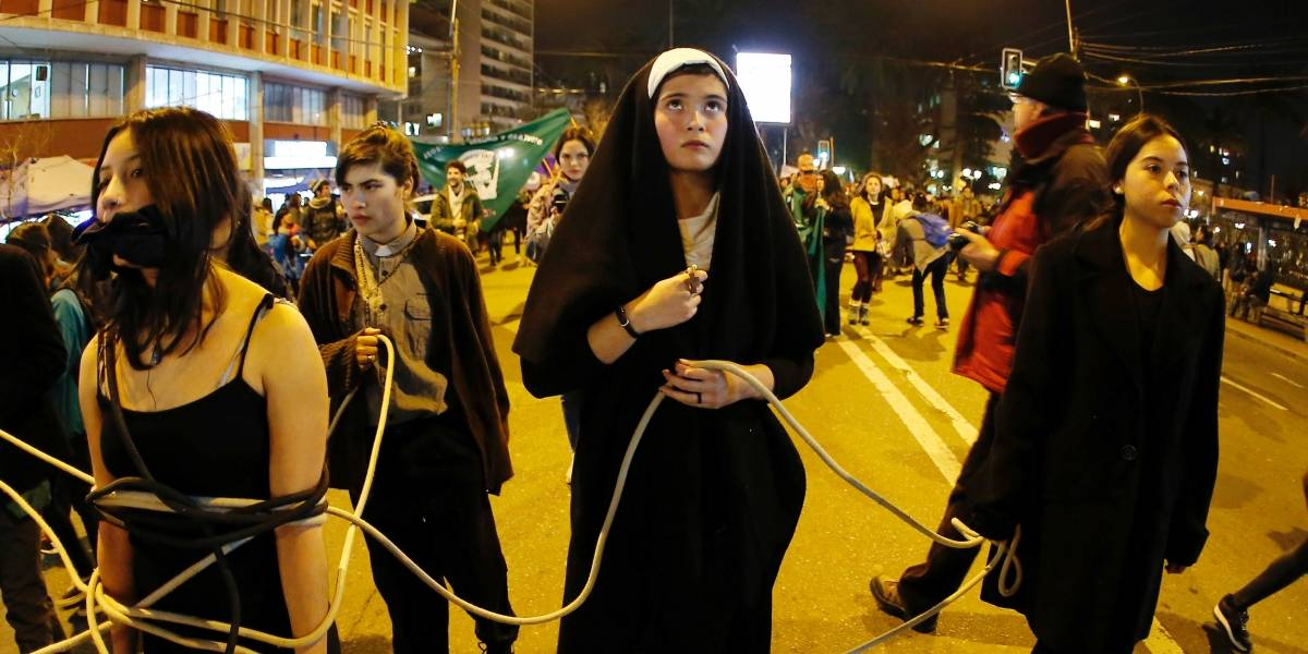 Mulheres são esfaqueadas em marcha pró-aborto no Chile