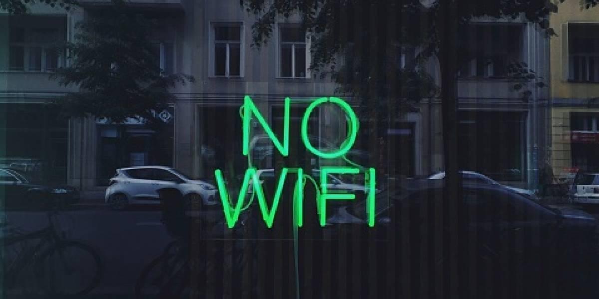Ladrón entra a casa en medio de la noche y despierta al dueño para usar su wifi