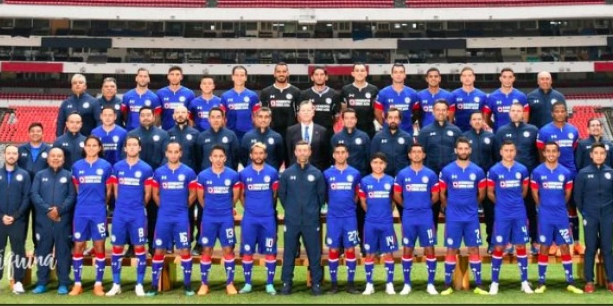 VIDEO: Cruz Azul 'retiró' el escudo del América del Estadio Azteca