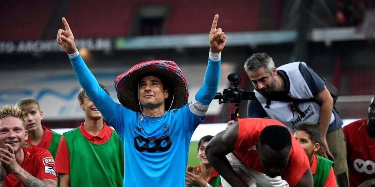 VIDEO: Aficionados de Lieja ovacionan a Memo Ochoa