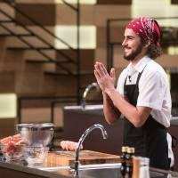 O cozinheiro foi eleito o melhor em limpar o lagostim como a chef Paola Carosella ensinou