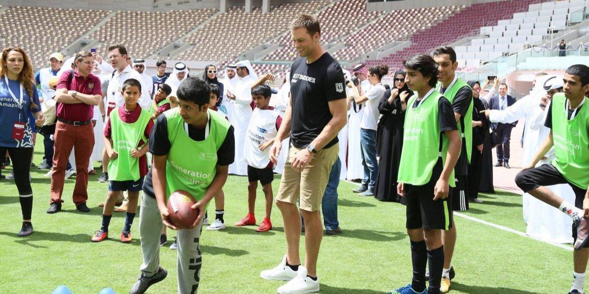 VIDEO: Tom Brady conoce a Tom y a Brady