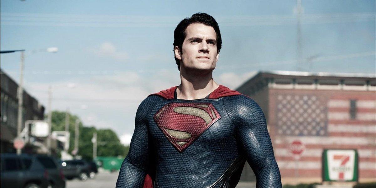 """Superman impresiona con una foto en la que salta a la vista su gran """"paquete"""""""