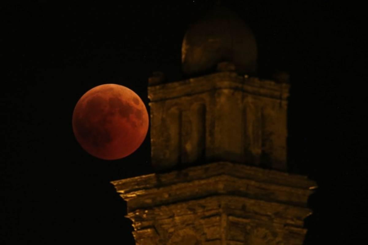 Luna de sangre en Francia Foto AFP
