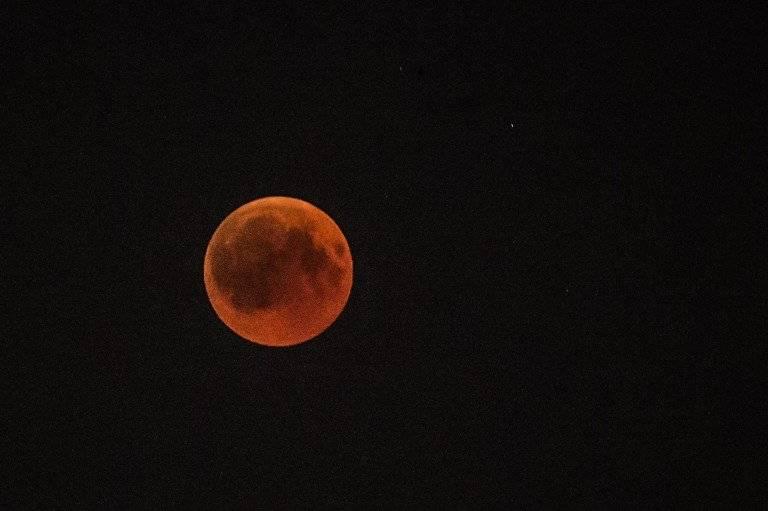 Luna de sangre en Egipto Foto: AFP