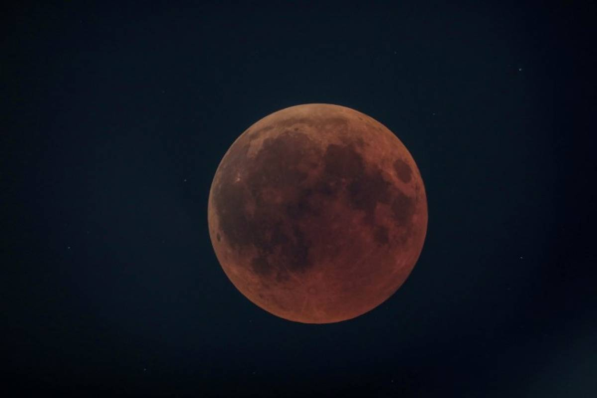 Luna de sangre en Francia Foto: AFP