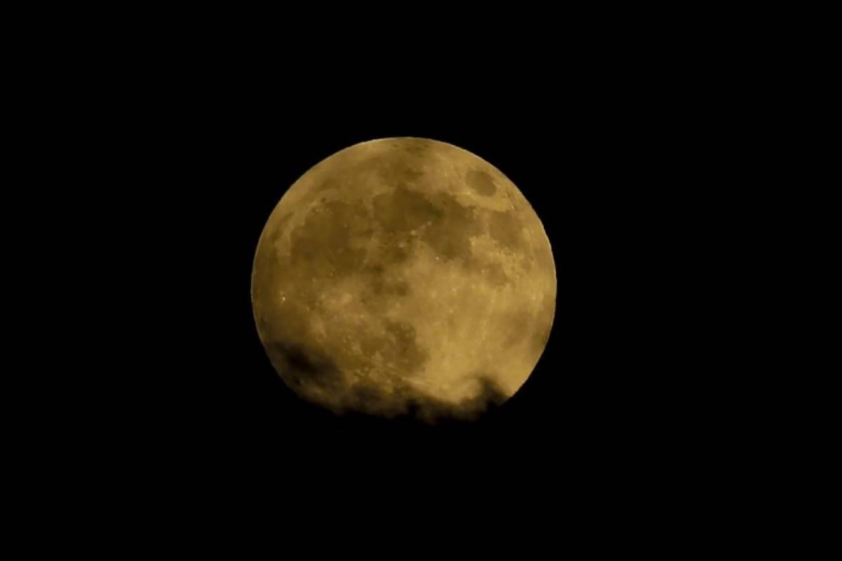 Luna de sangre en Nicosia Foto: AFP