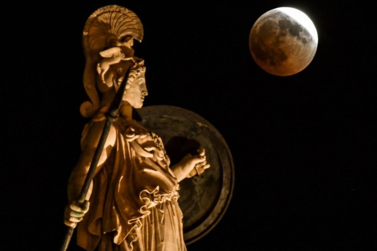 Luna de sangre en Grecia Foto: AFP