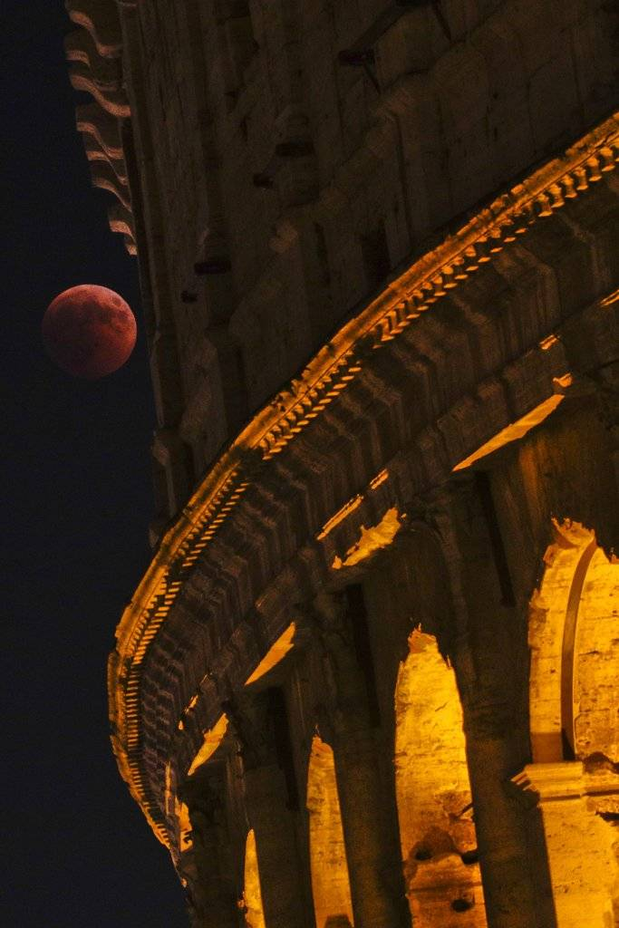 Luna de sangre en Italia Foto: AFP