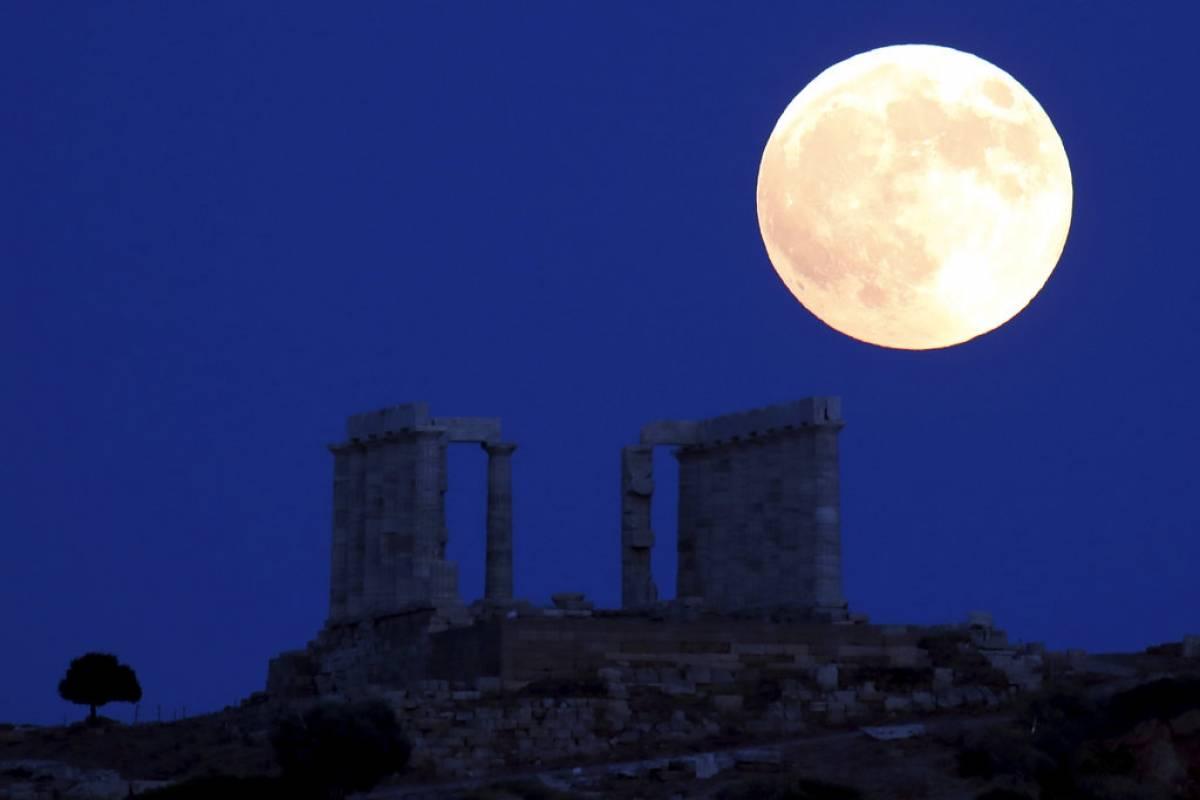 Luna de sangre en Grecia Foto: AP