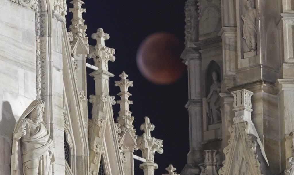 Luna de sangre en Italia Foto. AP