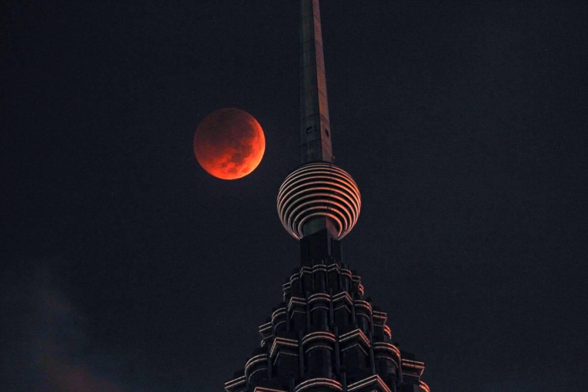 Luna de sangre en Malasia Foto: AP