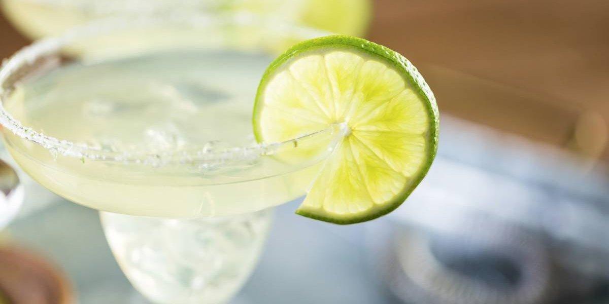 Dejó a su hija encerrada en el auto para ir a tomar margarita y celebrar el Día Nacional del Tequila