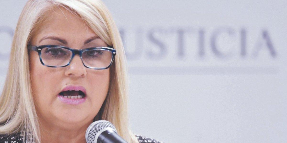 Wanda Vázquez dice que no hay delito por furgones encontrados en finca de allegado PNP