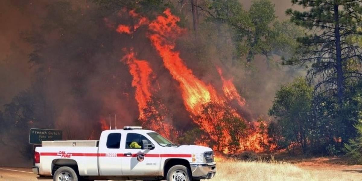 """Los """"remolinos de fuego"""" que obligaron a miles de personas a huir en California"""