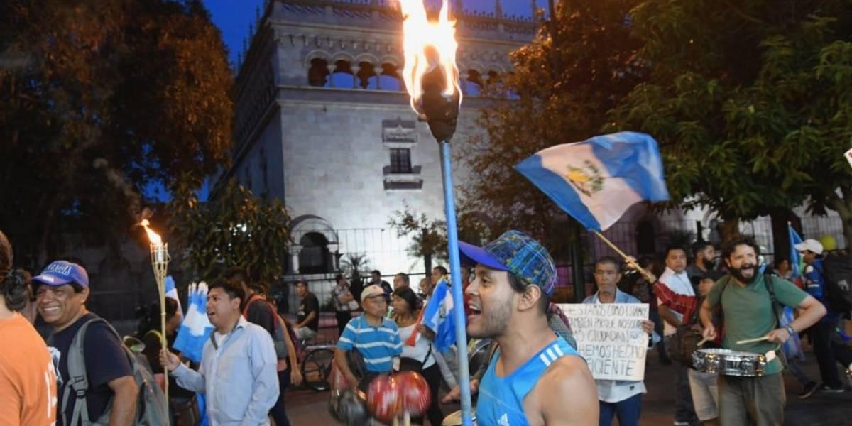 Con antorchas exigen la salida del presidente Jimmy Morales