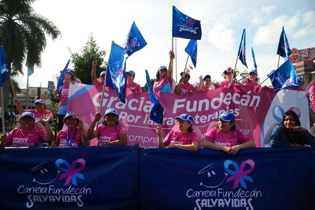 """""""Los ángeles no solo vuelan, también corren"""" de Fundecan para recaudar fondos contra el cáncer de mama. Alejandro García"""