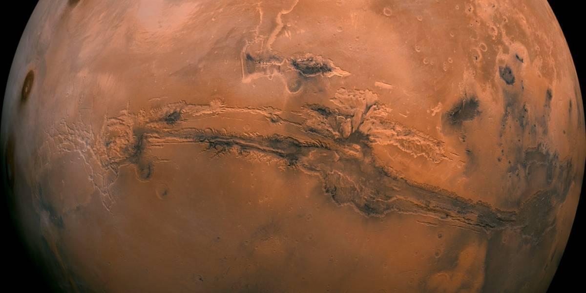 Descubren depósito de agua en Marte