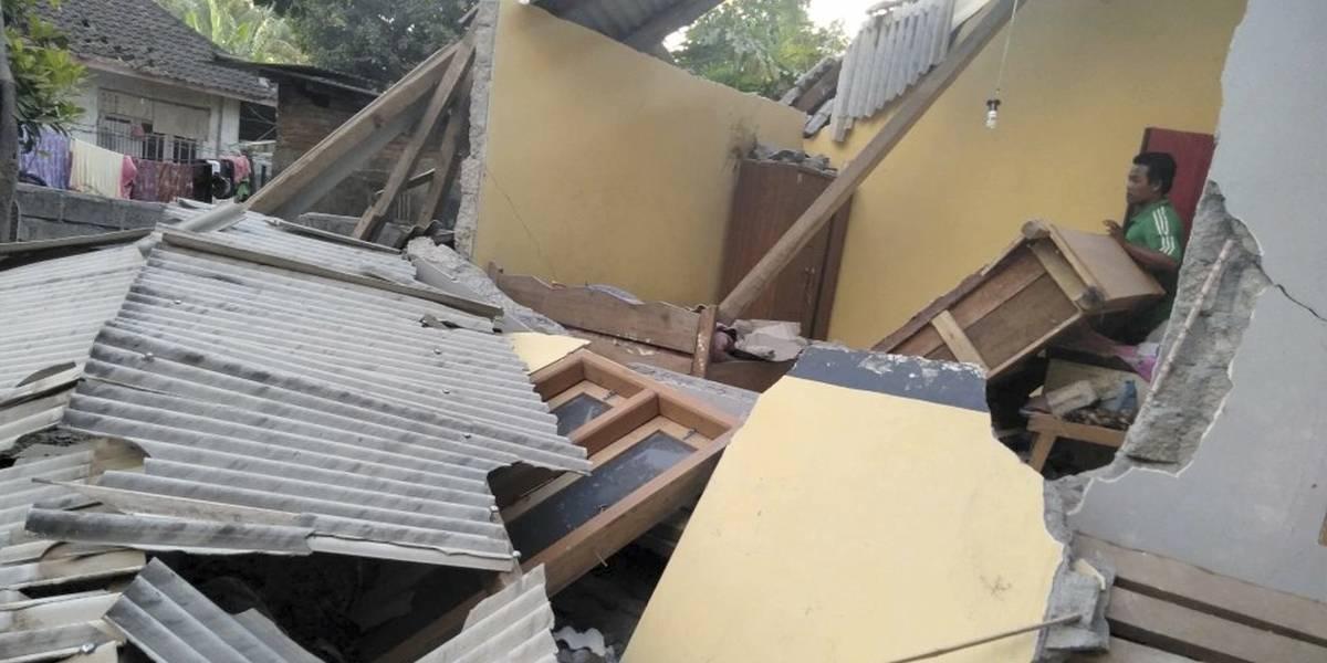 Suben a 14 los muertos en un sismo en Indonesia, de magnitud 6.4