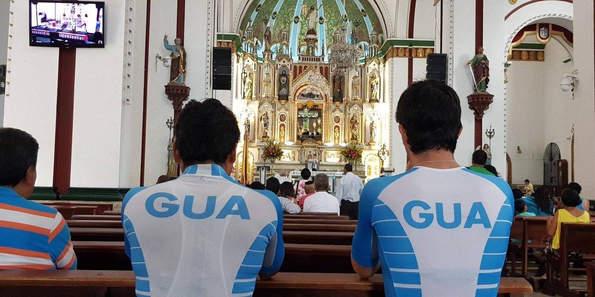 La visita espiritual hecha por el equipo de ciclismo antes de su prueba de ruta