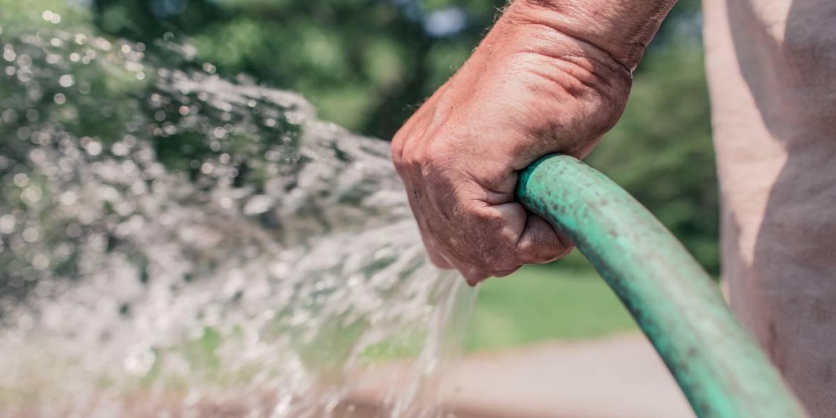 Lavar calçada pode render multa de R$ 250 em SP