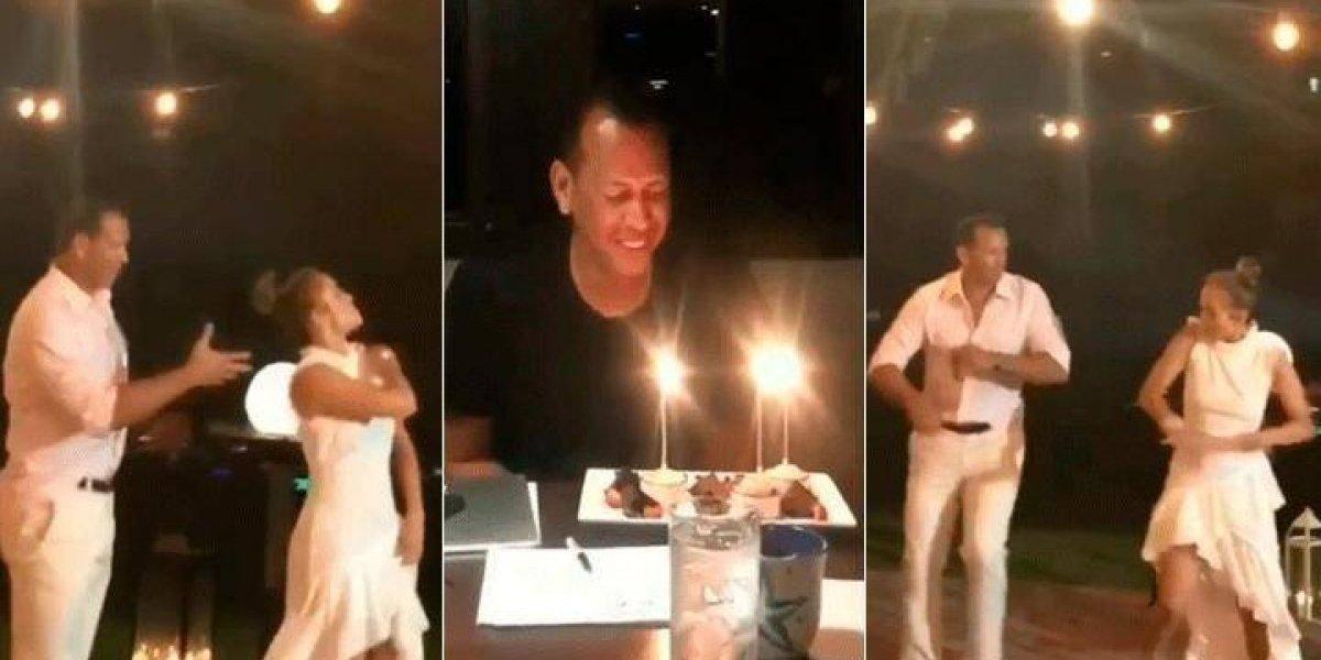 """JLo movió las caderas en el cumpleaños de Alex Rodríguez a ritmo de """"Dinero"""""""