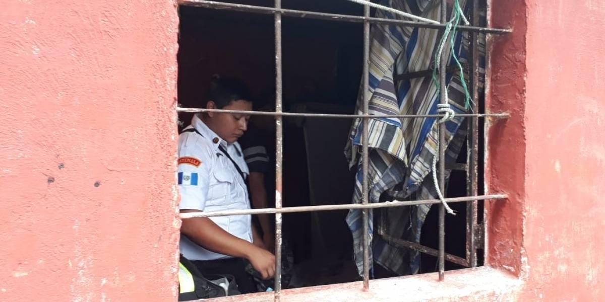 Murió atrapado en el balcón de su dormitorio