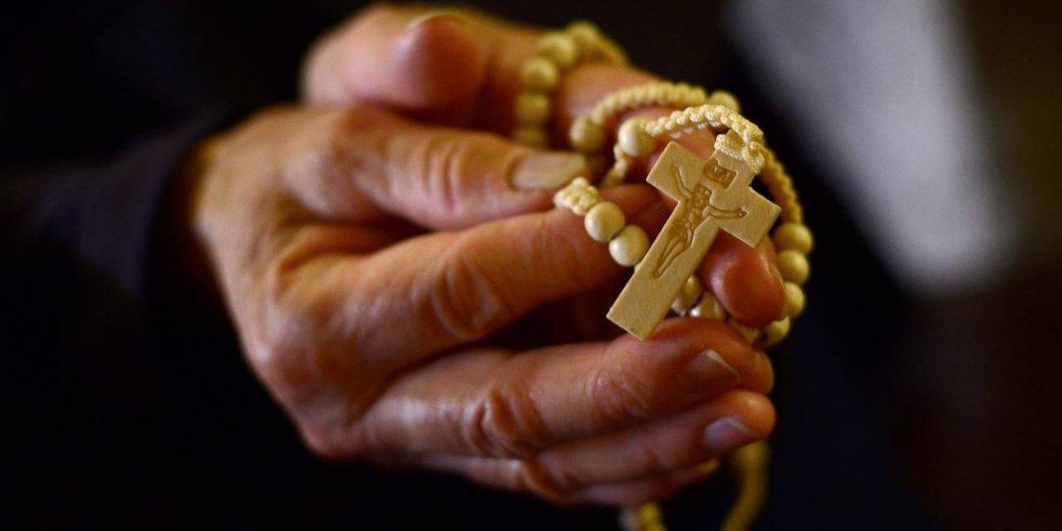 """""""Él me langüeteaba la oreja"""": el crudo testimonio de una mujer que afirma haber sido abusada por 10 años por sacerdote de Villarrica"""