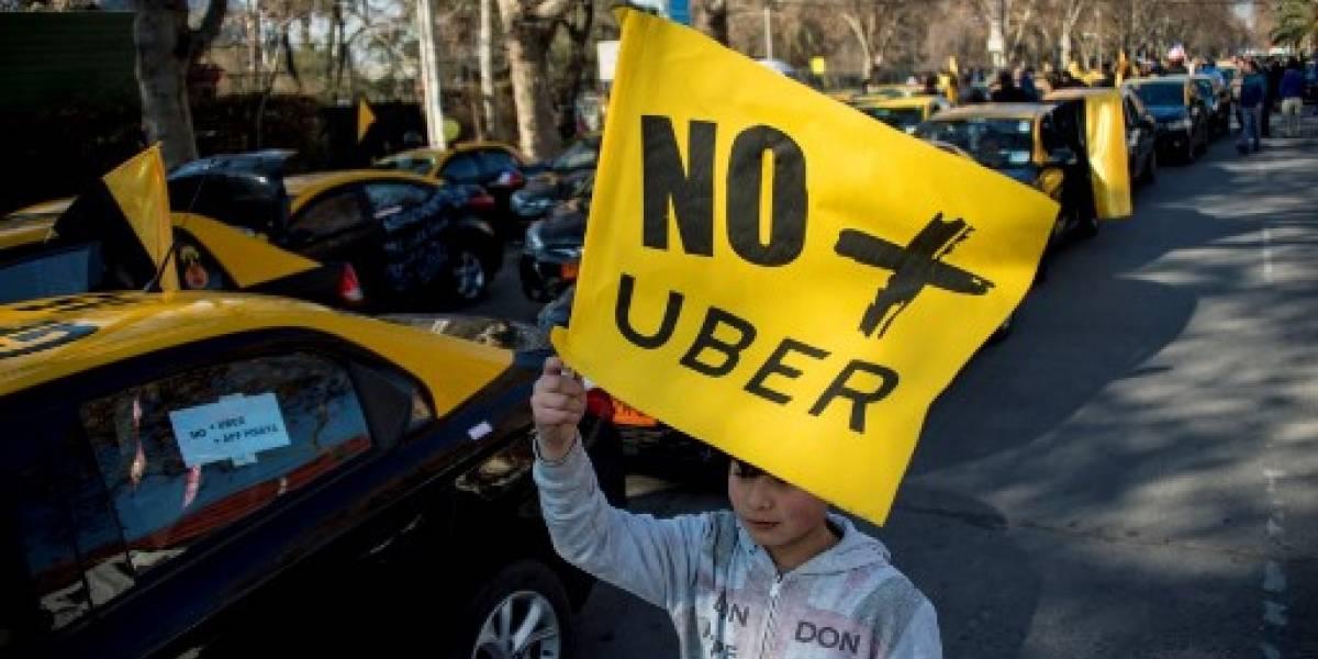 Taxistas en Chile y España protestan contra Uber y Cabify