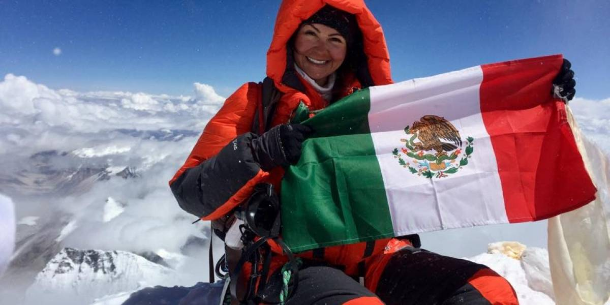 Una mujer mexicana es la primera latina en escalar la segunda montaña más alta del mundo