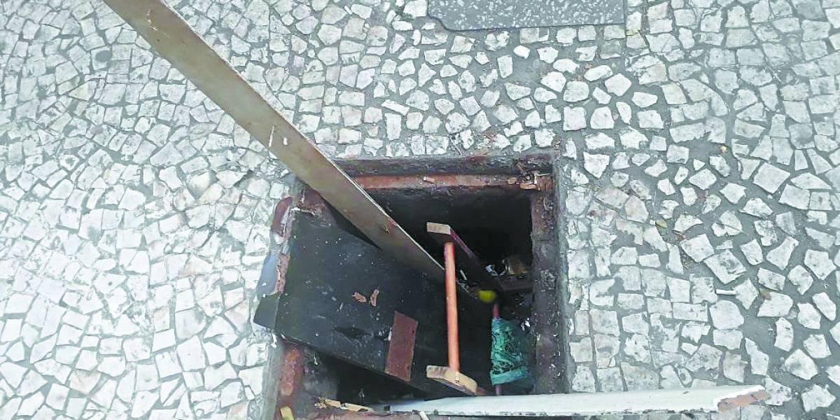 Galerias sem tampas em calçadões da República trazem perigo para pedestres