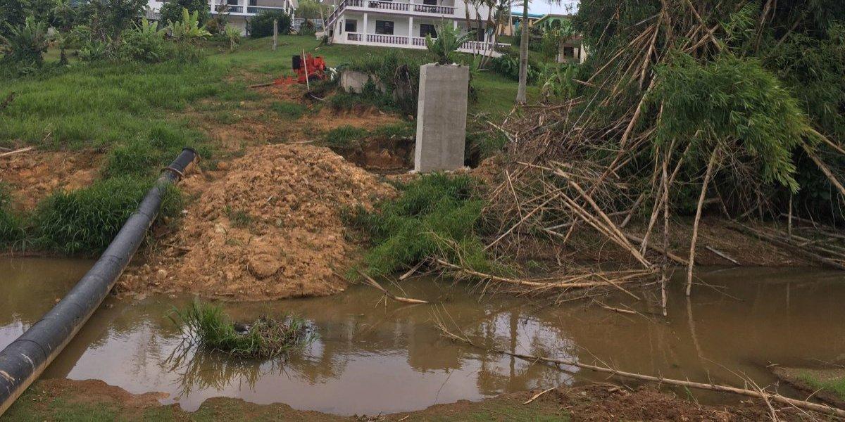 Denuncian descargas de aguas negras a lago de Cidra