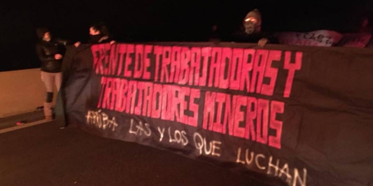 Trabajadores inician movilizaciones bloqueando acceso a mina — Chuquicamata