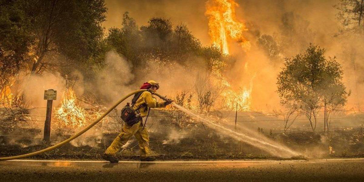 """El """"Carr"""" en California se convierte en impredecible"""