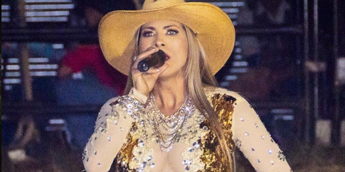 La cantante guatemalteca Cynthia Arana sufre falla de vestuario y enseña parte íntima en nuevo video