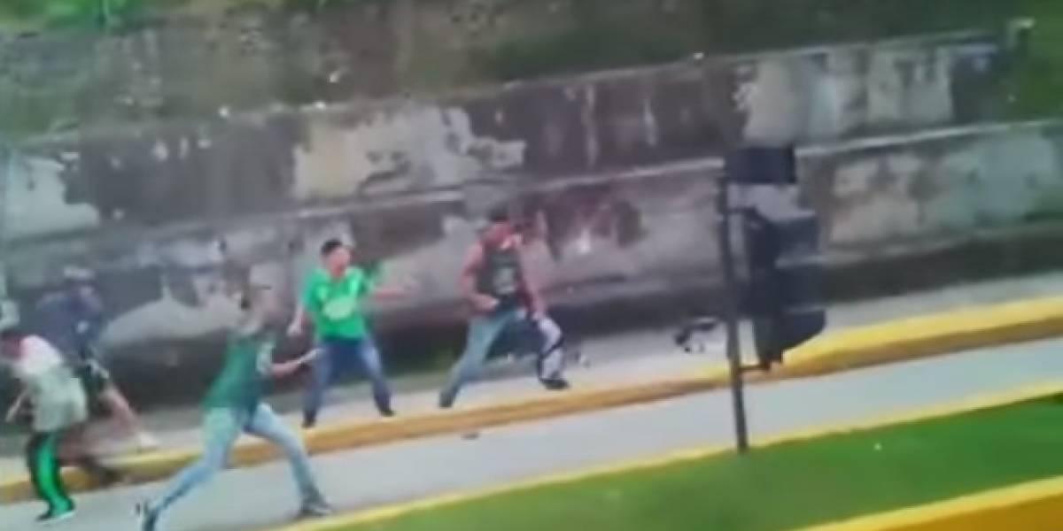 Así se enfrentaron hinchas de Atlético Nacional en plena autopista Bogotá - Medellín