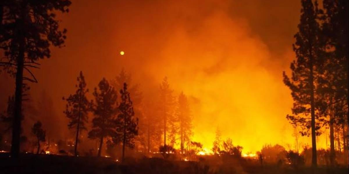 Incendio 'Carr' cobra la vida de seis personas y desplaza a 38 mil en California