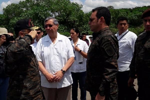 presidente Jimmy Morales vestido de militar en Escuintla