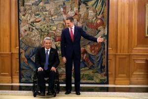 Felipe VI y el presidente de Ecuador, Lenín Moreno,iz., en el Palacio de La Zarzuela durante la audiencia al mandatario ecuatoriano con motivo de su visita de trabajo a Madrid.
