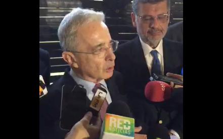 """""""Santos es tan mentiroso que uno no tiene manera de no creer algunas cosas"""": Uribe"""