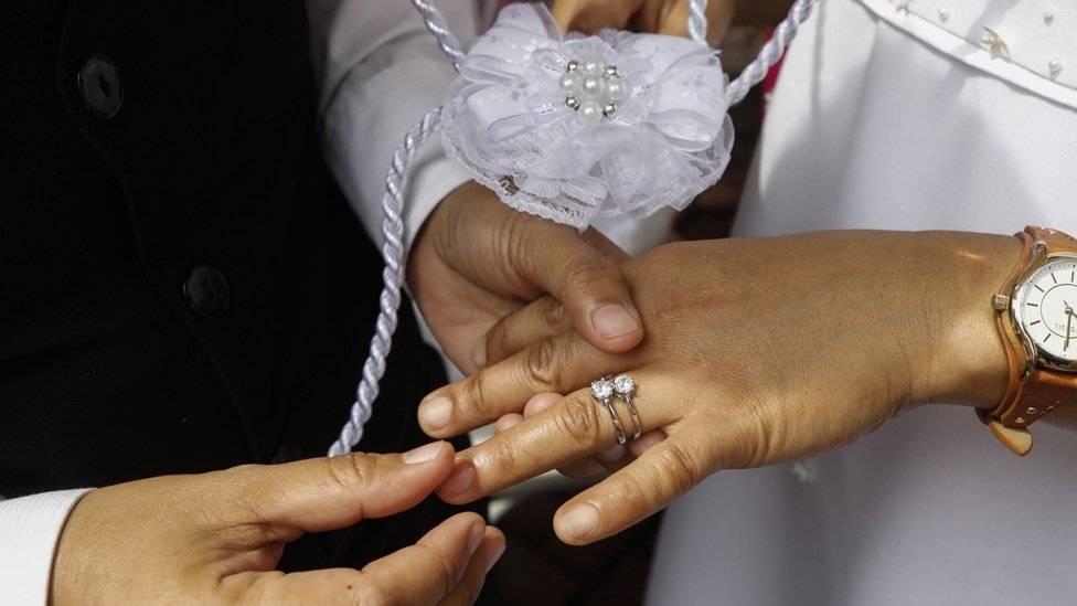 Se acostó con una mujer casada y deberá indemnizar al marido