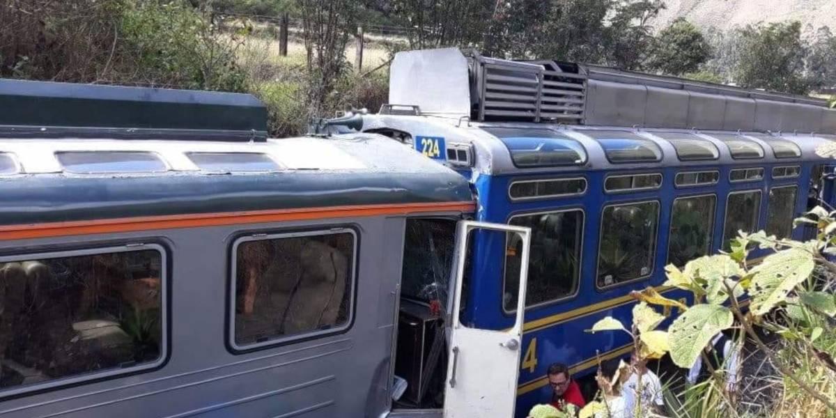 Chocan dos trenes turísticos en Machu Picchu, en Perú
