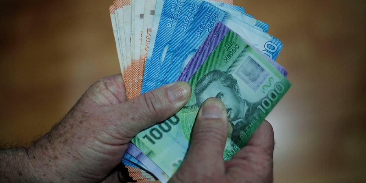 ¿Le cree el Banco Central? Según el INE, el salario de los chilenos aumentó 1,1% en doce meses