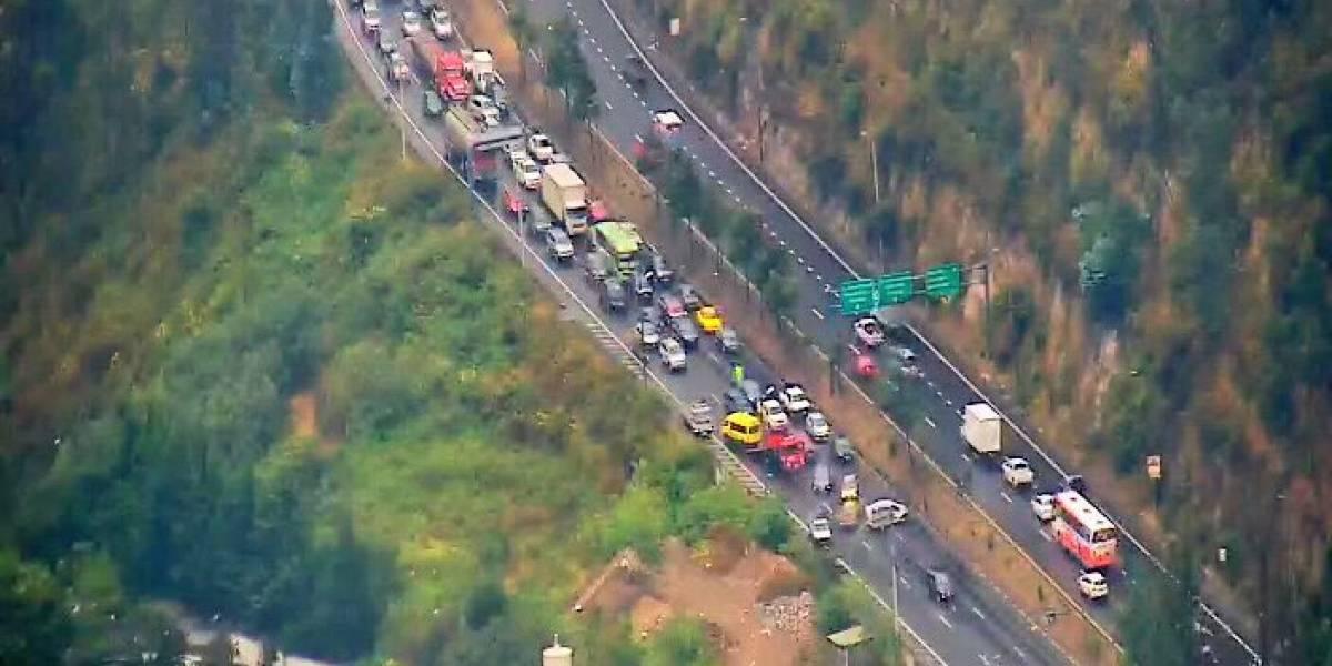 Congestión vehicular sobre la avenida Simón Bolívar