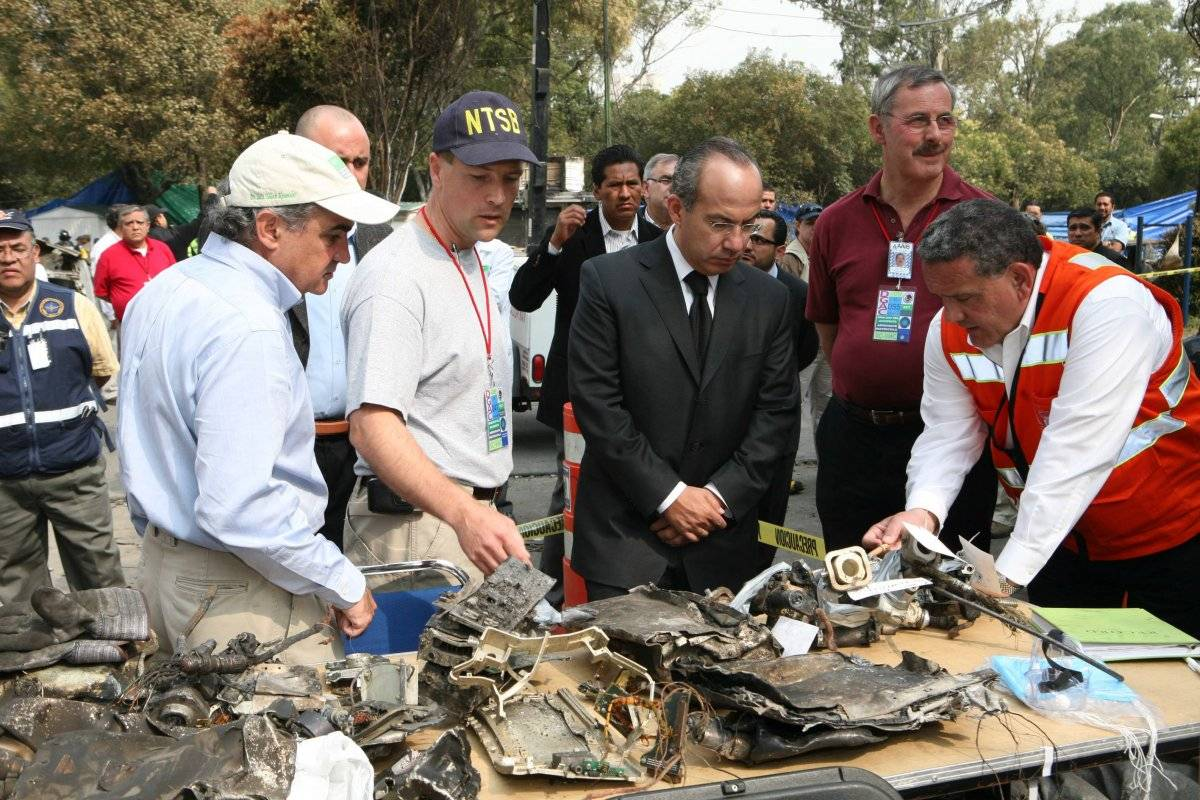 Felipe Calderón durante la inspección de la Zona Cero