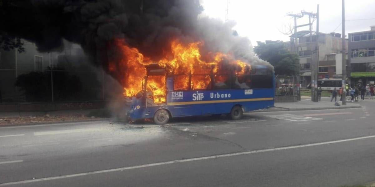 Bus del Sitp se incendió en la Avenida Primero Mayo