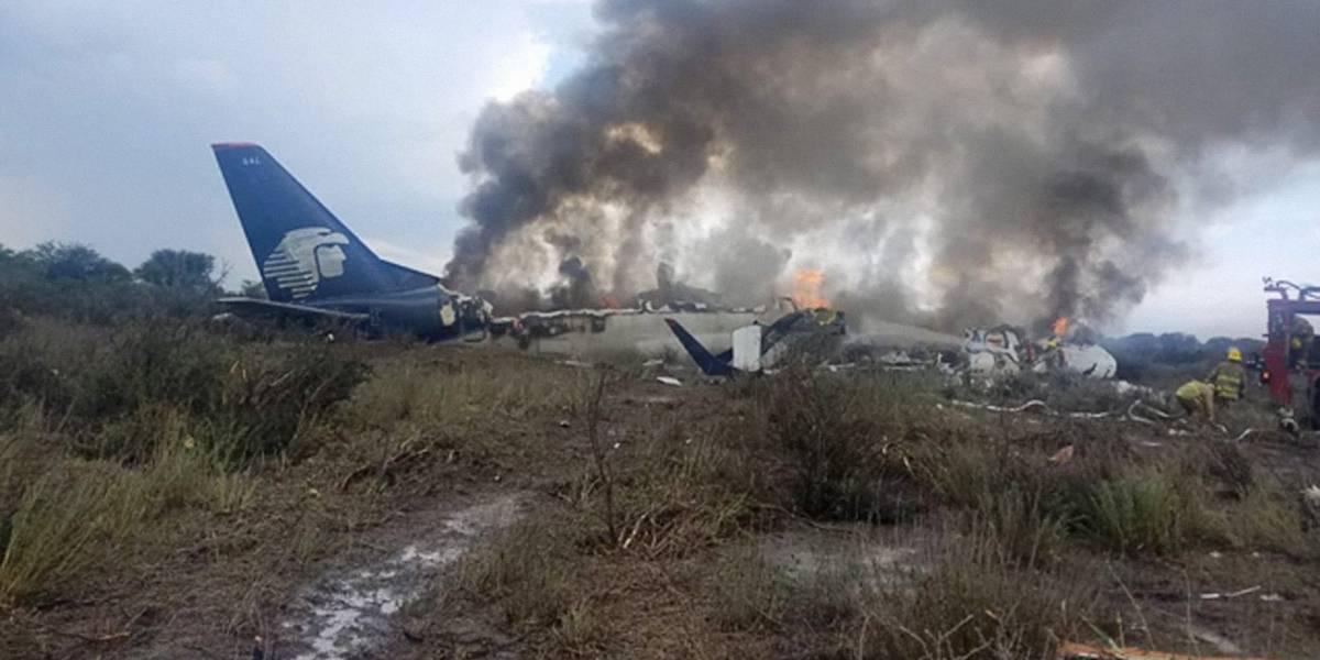 Inicia remoción del avión accidentado en Durango