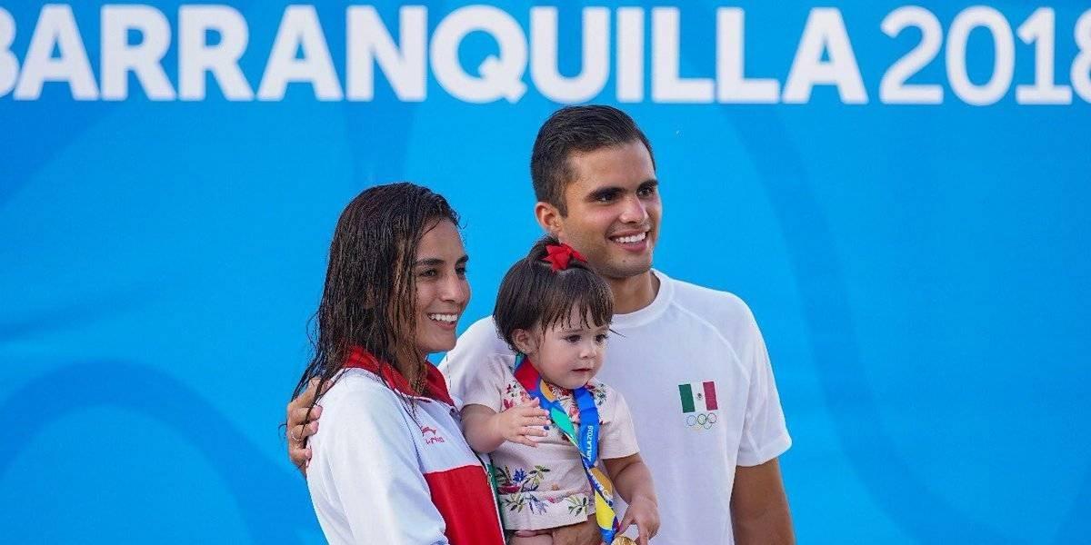 Así festejó Iván 'el pollo' García a Paola Espinosa y su hija Ivana